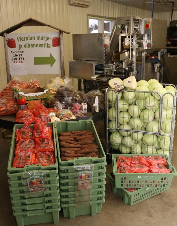 Talvella Vierulan tilan tuotevalikoimassa ovat juurekset ja kaalit, mutta kesällä valikoima on hyvin monipuolinen kesävihannesten ja marjojen myötä.