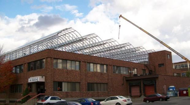 Montrealissa Lufa Farms on rakentanut maailman ensimmäinen kaupallinen kasvihuoneen katolle.