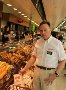 Kauppias Hannu Aaltonen kertoo keittiötoimintojen olevan 6–7 prosenttia ruokakaupan liikevaihdosta.